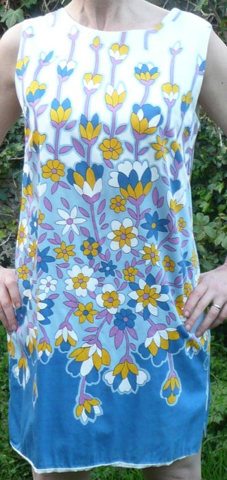 Sunny1960s vintage flowered cotton shift dress